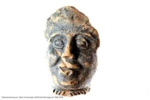 Museo archeologico del Compito: frammento di terracotta raffigurate una testina romana con monile celtico (torques) Archivio SAER